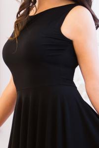 Černé krátké šaty s kolovou sukní