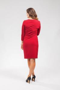 Vínové dámské šaty zeštíhlující střih