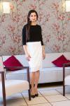 Černo-bílé krajkové šaty s rukávy