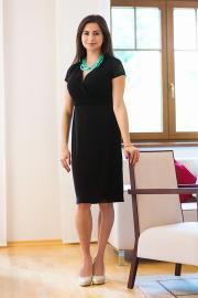 Dámské černé šaty s krajkovými rukávky