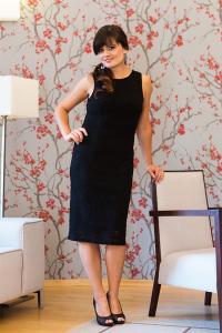 Pouzdrové černé krajkové šaty